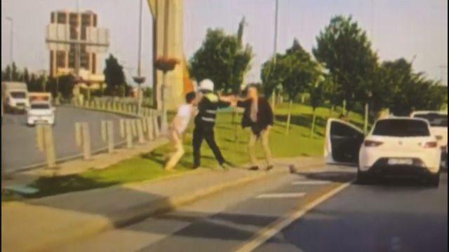 Bakırköy'de yol verme kavgası kamerada