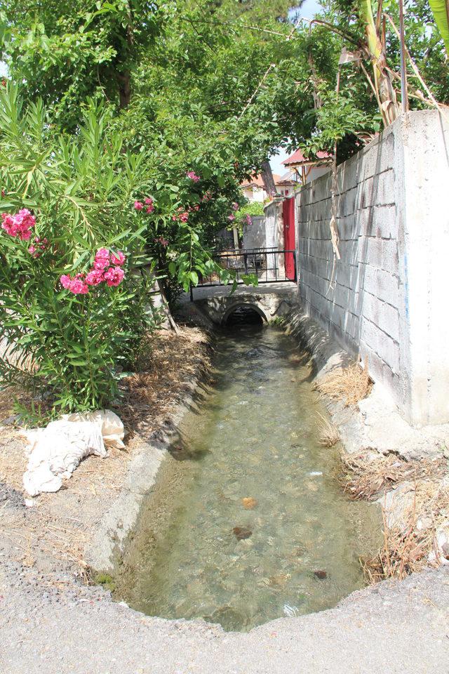 Sulama kanalında sürüklenen çocuğu bez bebek zannetmişler