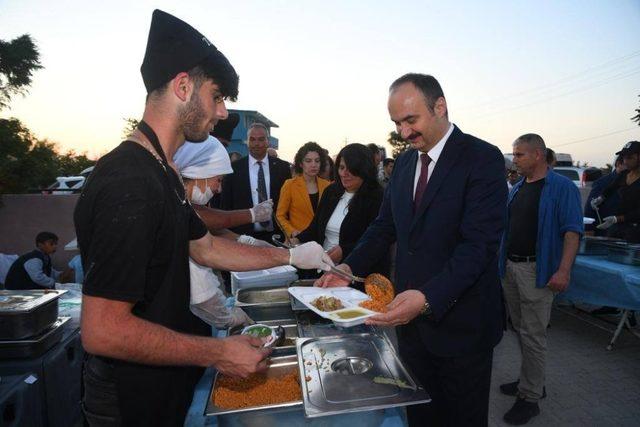 Vali Canalp, Enez'de şehit ve gazi aileleri ile iftar yaptı
