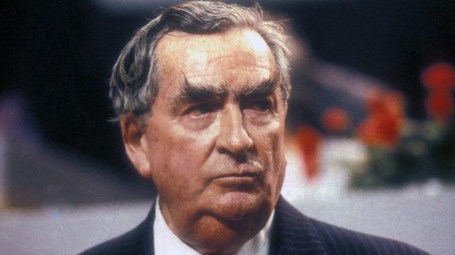 Eski İngiltere Maliye Bakanı Denis Healey Bilderberg Grubu'nun kurucularındandı.