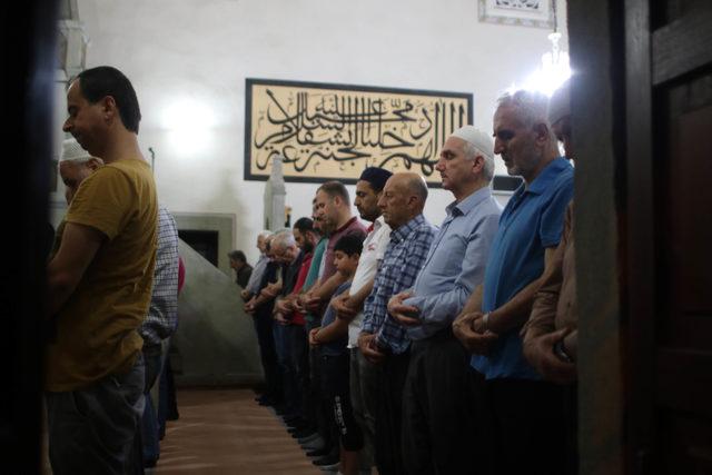 Kadir Gecesi, tarihi camide Sakal-ı Şerif'i ziyaret ettiler