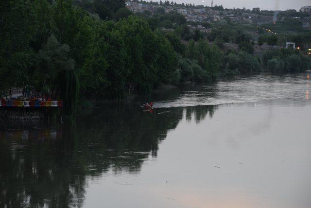 Dicle Nehri'nde iki ayrı olayda can pazarı yaşandı: 7 çocuk kurtarıldı, 1 kişi kayıp
