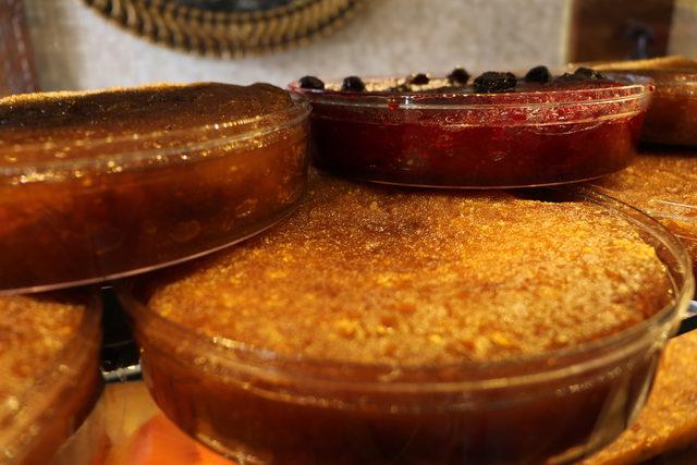 Ramazan Bayramı'nın vazgeçilmezi kaymaklı ekmek kadayıfı