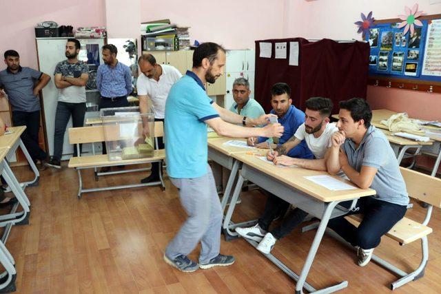 Honazlılar oy vermeye başladı (4)