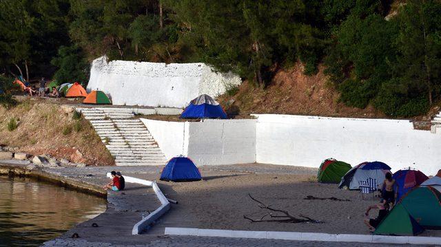 Marmaris'te çadır tatilini tercih edenler sahillere yerleşti