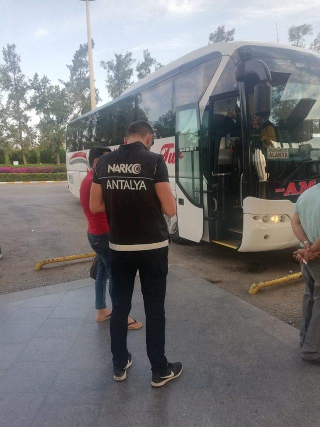 Otobüs terminalinde uyuşturucu operasyonu