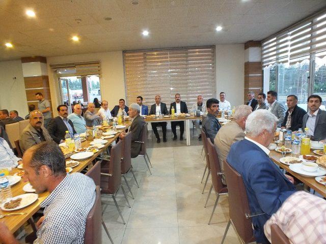 AK Parti Malazgirt ilçe teşkilatı insan son iftar yemeği verdi