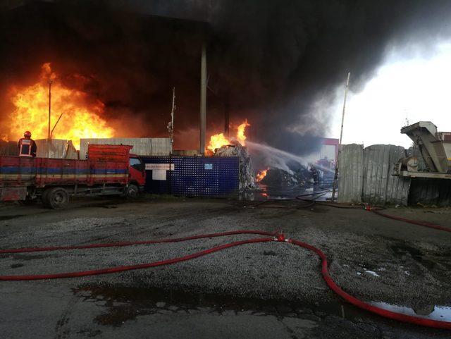 Geri dönüşüm tesisinde yangın