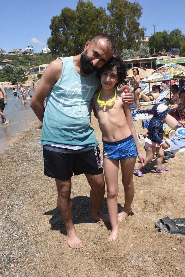 Çocuklar bayramda deniz keyfi yaptı