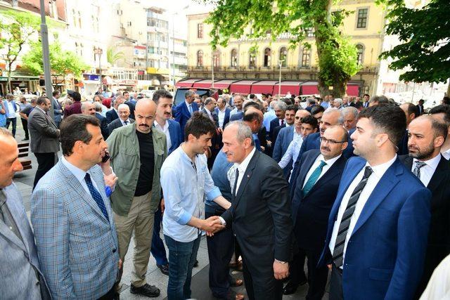 Bakan Turhan, Trabzon'da hemşehrileriyle bayramlaştı
