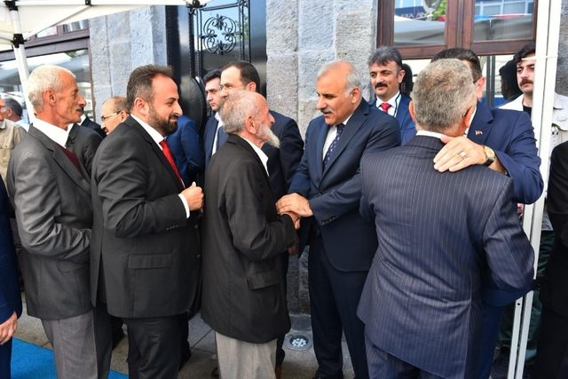 Başkan Zorluoğlu önce Trabzonlular ile sonra çalışanları ile bayramlaştı