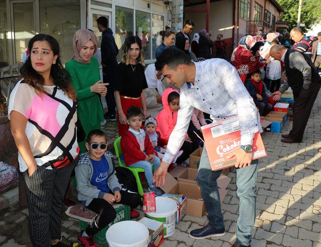 Eğirdir'de çocukların ilginç şeker toplama geleneği