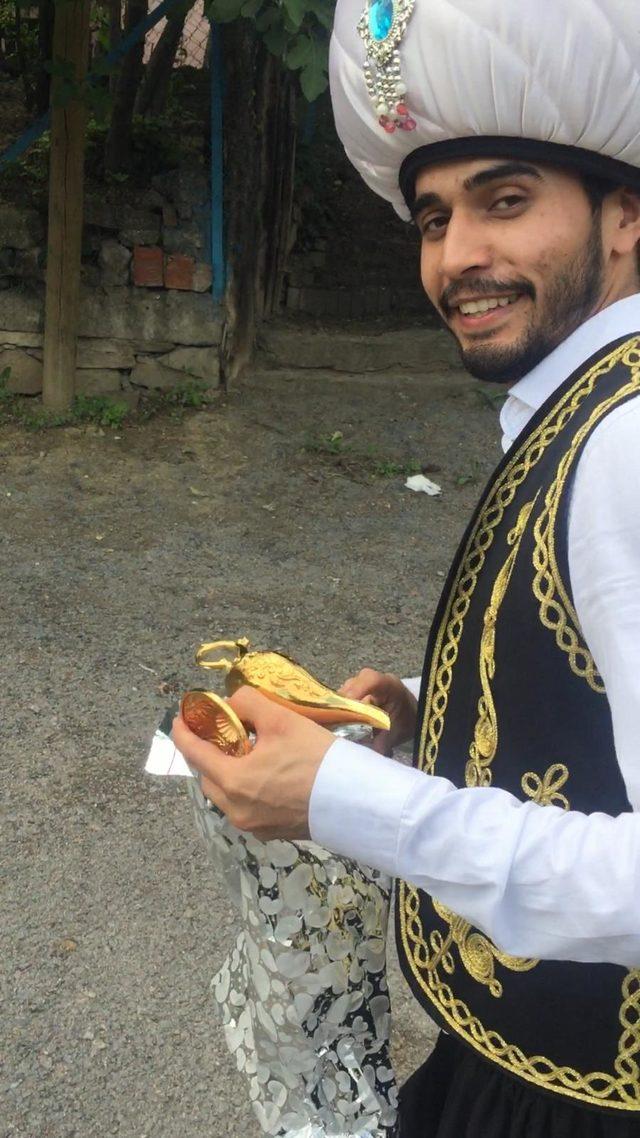 Alaaddin'in sihirli lambasıyla 25 çocuğu sevindirdi