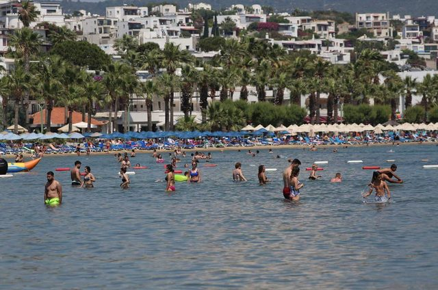 Bodrum'da plajlar yine dolu