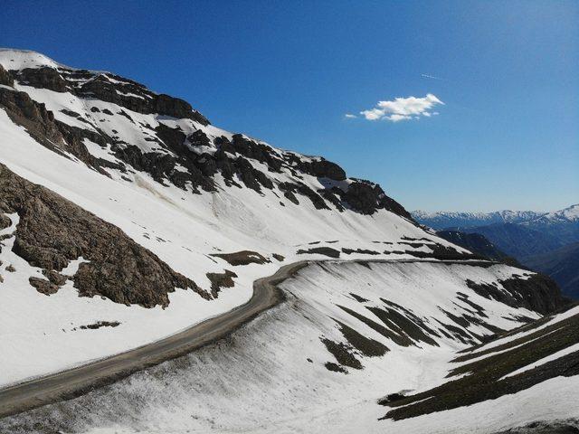 Karapet geçidinde kar manzaraları