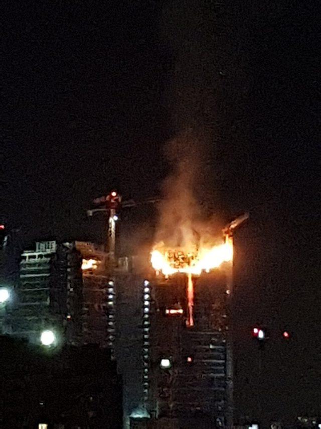 Polonya'da gökdelende yangın