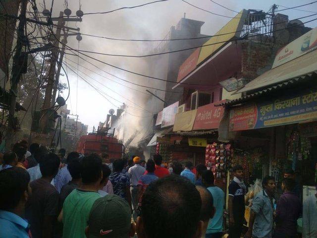 Hindistan'da kursta yangın: Öğretmen ve 2 çocuğu öldü