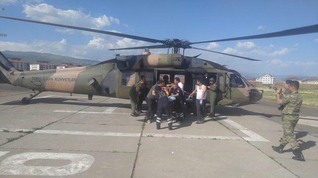 Piknikte üzerine kaya parçası düşen kişi helikopterle hastaneye ulaştırıldı