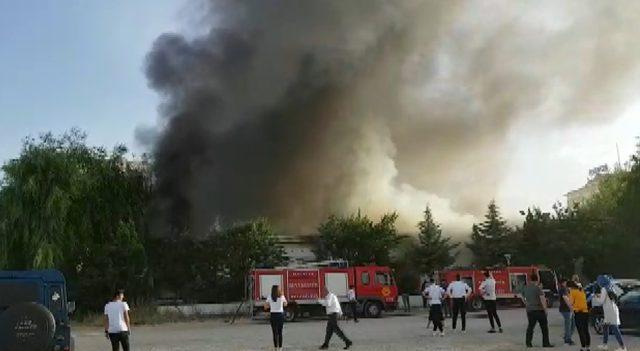 Malatya'da düğün salonunda çıkan yangın korkuttu