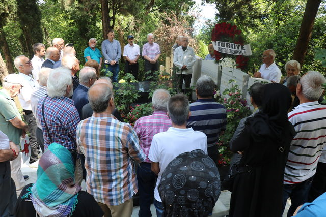 Erol Simavi mezarı başında anıldı
