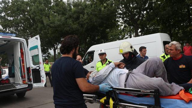Asit yüklü tanker devrildi, sürücü yaralandı