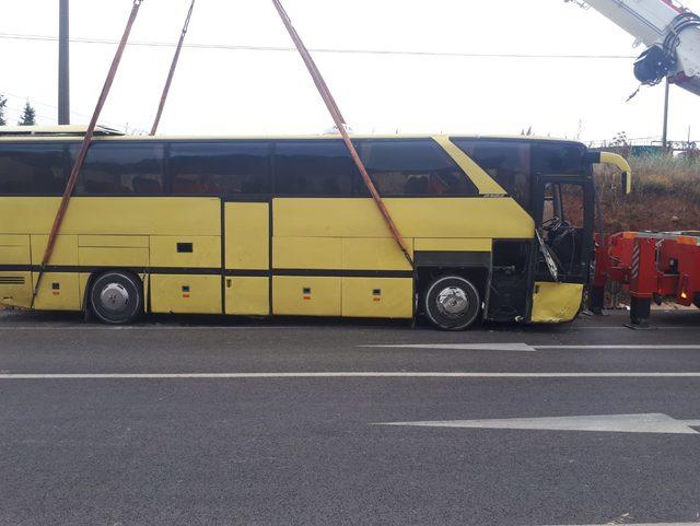 Bandırma'da tur otobüsü ile otomobil çarpıştı: 4 ölü, 35 yaralı
