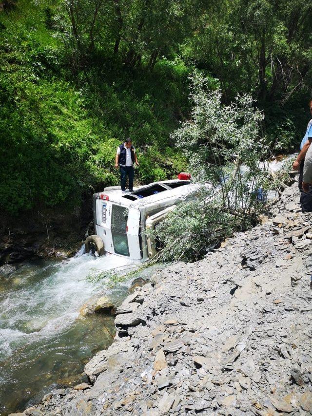 Bahçesaray'da trafik kazası; 3 yaralı
