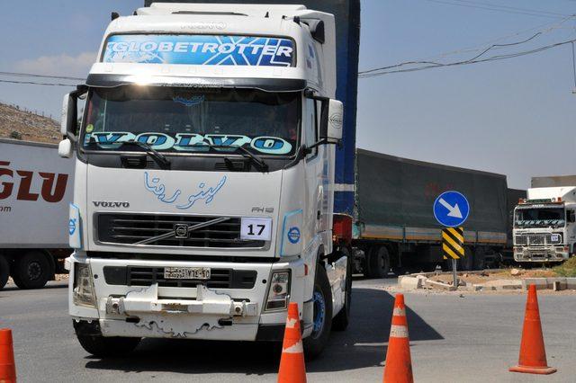 BM'den İdlib'e 33 TIR insani yardım