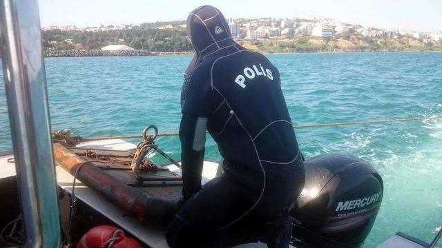 Marmara Denizi'nde trol ağları ele geçirildi
