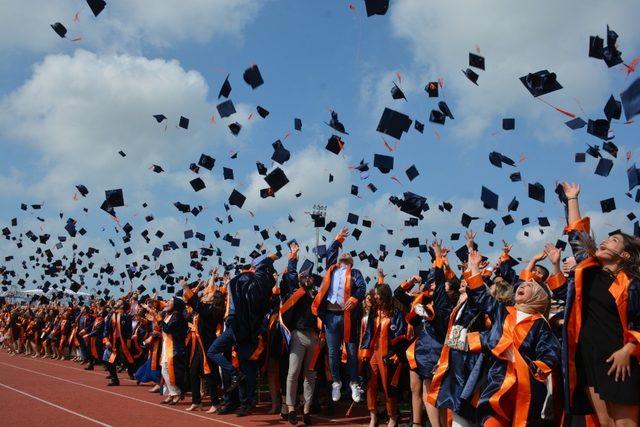 2 bin 342 öğrencinin mezuniyet sevinci