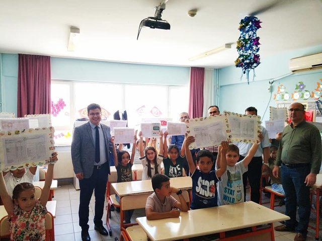 Nurdağı'nda 9 bin 250 öğrenci karne aldı.