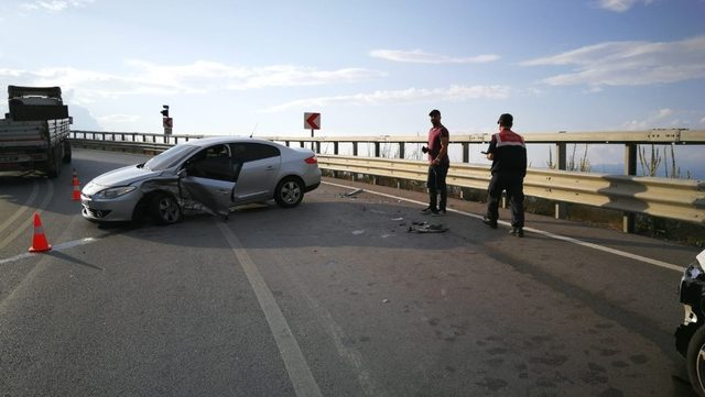 Kadın sürücüler çarpıştı