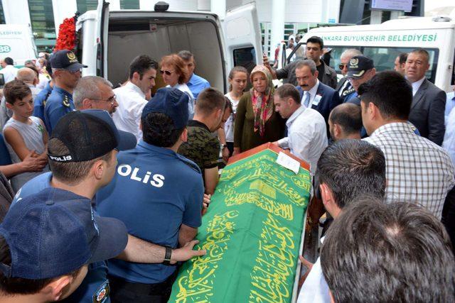 Ankara polisi, şehit ailesini acı gününde yalnız bırakmadı