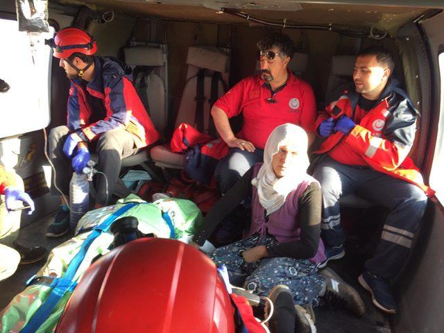 Yaylada yıldırım isabet eden 2 kişi helikopterle kurtarıldı