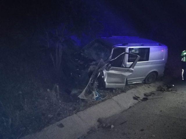 Tıra çarpan kamyonetin sürücüsü yaralandı