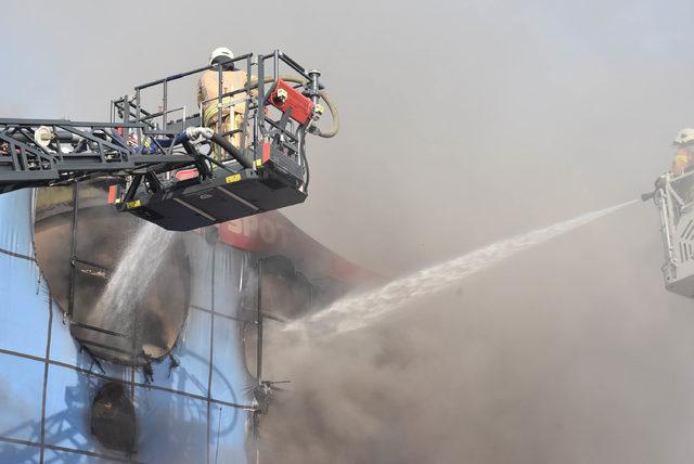 İSTOÇ'ta iş yeri yangını (3)