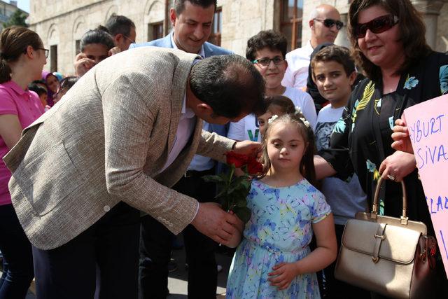 Öğrencilerden Sivas Valisi Ayhan'a 'Babalar Günü' sürprizi