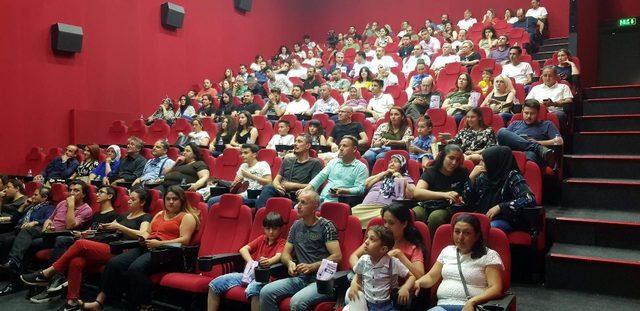 Nazilli'nin ilk sinema filmi 'Bayrak' gösterime girdi