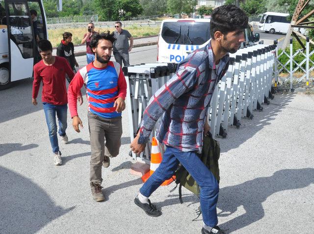 Göçmenleri iş vaadiyle dolandırıp, 'İstanbul' diye Ankara'ya bıraktılar