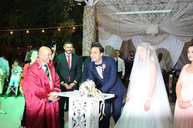 Başkanın düğününde Yıldırım ile İmamoğlu'nun programı izlendi