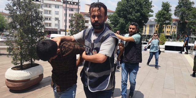 Bursa'da uyuşturucu satıcılarına 'Çekirge' operasyonu: 52 gözaltı (2)