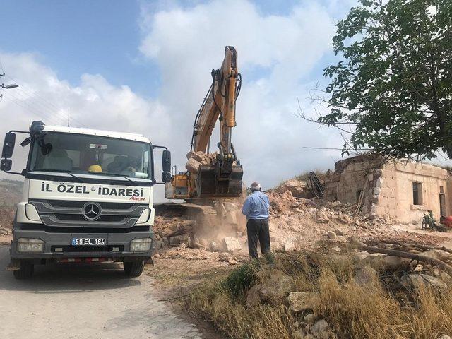 Nevşehir'de 42 metruk binadan 16'sı yıkıldı