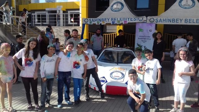 Üniversite öğrencileri yerli elektrikli araç