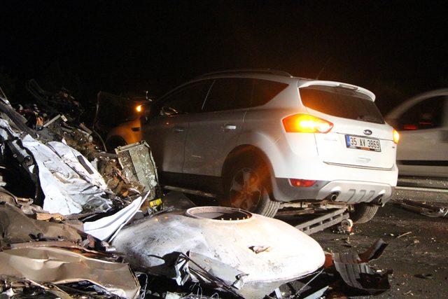 TEM'de hurda yüklü TIR devrildi, yol trafiğe kapandı