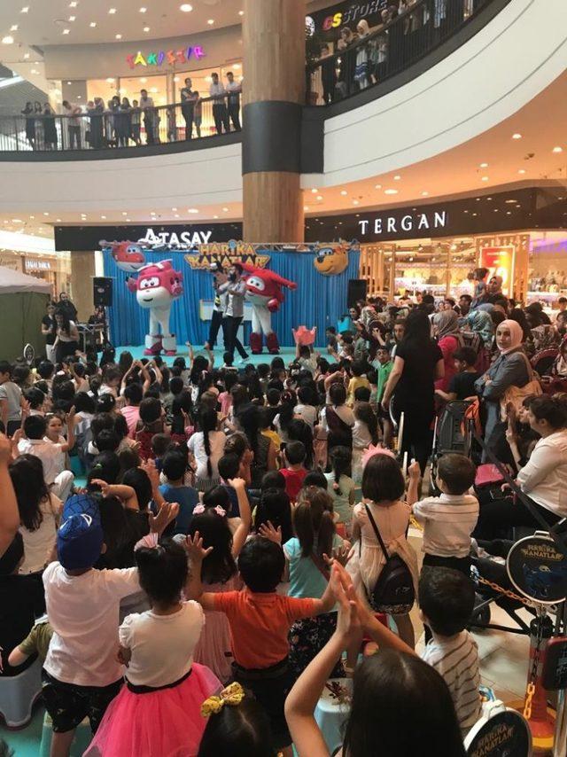 Çocuklara karne hediyesi ''Harika Kanatlar'' gösterisi