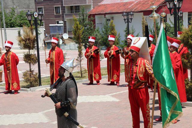 Mutki'de güvenlik korucularından oluşan mehteran takımı kuruldu