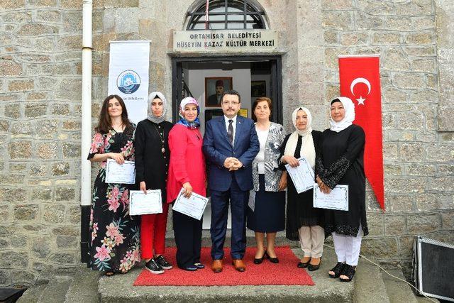 """Ortahisar Belediye Başkanı Genç: """"Açtığımız kurslar ile vatandaşlarımıza meslek öğretiyoruz"""""""