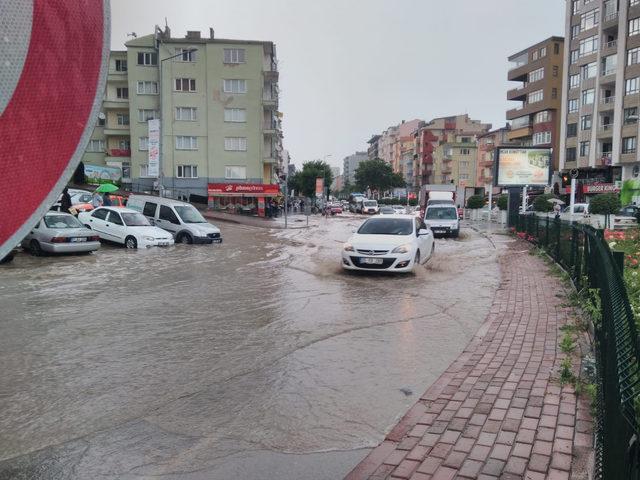Niğde'de caddeler göle döndü