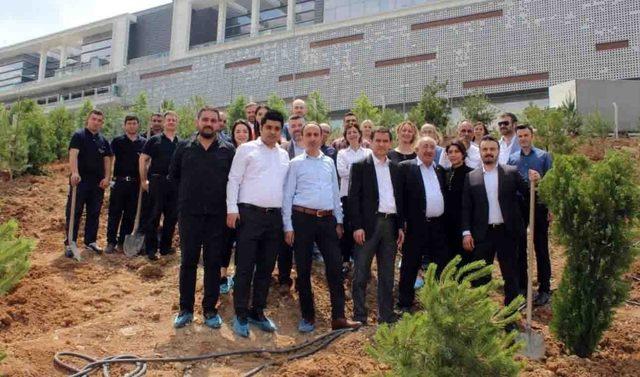 Başkent'te AVM çalışanlarından ağaç dikim etkinliği