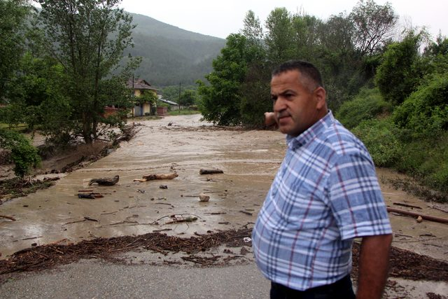 Bolu'da sel, D-100'ün Ankara yönü trafiğe kapandı